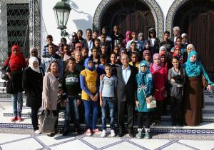 سياسة الباب المفتوح : مع فريق من الأطفال الذين يزورون  قصر قرطاج كل يوم أحد